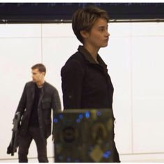 Behind the scenes! Divergent Hunger Games, Divergent Trilogy, Divergent Insurgent Allegiant, Definition Of Crazy, Tris And Tobias, Im Worth It, Two Movies, Veronica Roth, Looking For People