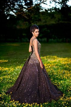 wow. definitly inspiration for my prom dress. so many different elements that I love about this dress.