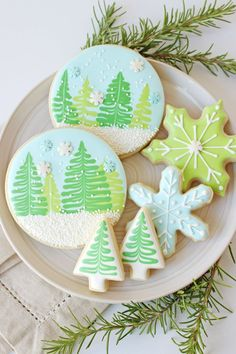 Winter Wonderland Cookies – Glorious Treats This simple and beautiful set of Winter Wonderland Cookies is perfect for any winter holiday. Recipe, decorating instructions, and video tutorial included! Christmas Tree Cookies, Iced Cookies, Cute Cookies, Royal Icing Cookies, Holiday Cookies, Cupcake Cookies, Cocoa Cookies, Snowflake Cookies, Gingerbread Cookies