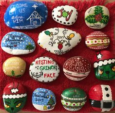 50 Easy DIY Christmas Painted Rock Design Ideas 21 – Home Design Christmas Gift Themes, Christmas Crafts To Sell, Easy Diy Christmas Gifts, Christmas Rock, Simple Christmas, Kids Christmas, Holiday Crafts, Christmas Decorations, Christmas Design