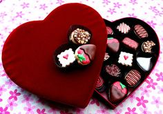 Oh my goodness!!  Cookies that look like a box of chocolates!!!  I LOVE these!!  Great for Valentines Day