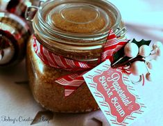 Personalize this homemade peppermint sugar scrub gift with an Avery tag and free printables.