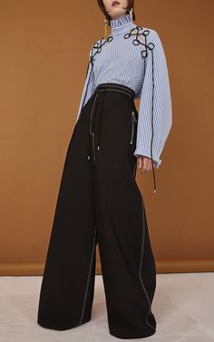 See the complete Ellery Pre-Fall 2017 collection. - shop ladies clothing, womens fashion clothing, shop of clothes *ad Fashion Details, Look Fashion, High Fashion, Fashion Show, Fashion Design, Modern Fashion Outfits, Classy Fashion, Fashion Images, Daily Fashion