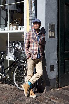 #Copenhagen #Streetstyle #Mensstyle #Menswear #MONOBI Preppy Mens Fashion, Fashion Books, Men's Fashion, Copenhagen Style, Cycle Chic, Matches Fashion, Gentleman Style, Mens Clothing Styles, Hats For Men