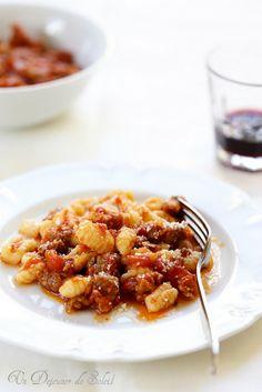 Gnocchi sardes au ragù de saucisse (Malloreddus alla Campidanese)