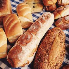 fresh baked bread stroud farmers market gloucestershire cotswolds Hot Dog Buns, Hot Dogs, Family Days Out, Freshly Baked, Bread Baking, Farmers Market, Food, Baking, Family Trips