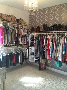 Begehbarer kleiderschrank ideen mit vorhang  offener kleiderschrank ideen vorhang vestecken stangen regale ...