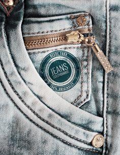 Bolsillo jeans Denim Jeans Men, Girls Jeans, Jeans Pants, Levis T Shirt, Denim Wallpaper, Boys Shirts, Jeans Style, Jeans Pocket, Salsa