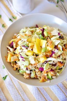 Ramen Salad With Mango and Edamame: A vegan version of the potluck classic, instant ramen noodles add a delightful crunch to each bite of this salad. Sweet mango adds a flash of sweetness, and edamame lends protein to the meal. (via Lettuce Eat Veggies) Healthy Potluck, Healthy Food Blogs, Healthy Salad Recipes, Vegetarian Recipes, Potluck Recipes, Pasta Recipes, Soup Recipes, Asian Ramen Salad, Ramen Noodle Salad