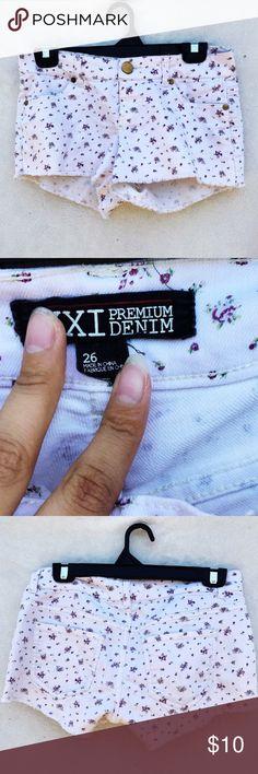 Forever21 Floral shorts #forever21 #handm #hm #nastygal #dollskill #brandymelville #bm #kendallandkylie #aeropostale #americaneagle #americanapparel Forever 21 Shorts
