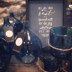interiør blått Kitchen Appliances, Colour, Blue, Diy Kitchen Appliances, Color, Home Appliances, Colors