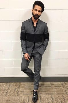 Bollywood actor Shahid Kapoor new picture and wallpaper gallery. Latest hd images of actor Shahid Kapoor. Blazer Outfits Men, Mens Fashion Blazer, Stylish Mens Outfits, Black Shirt Outfit Men, Groom Fashion, Suit Fashion, Mens Kurta Designs, Blazer For Men Wedding, Wedding Outfits For Men