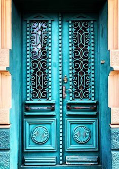 A famous Georgian surgeon lived behind these doors ☝🏻 Door Entryway, Entrance Doors, Doorway, Entryway Decor, Entryway Ideas, Cool Doors, Unique Doors, Door Knockers, Door Knobs