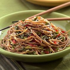 Sesame Noodles // 345 calories, ready in 10 minutes, can't wait to try! via Everyday Health #takeout #fastfood #healthy #vegetarian