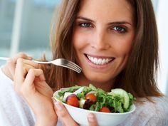 Schnell abnehmen und langfristig dein Idealgewicht halten? Dash-Diät, Low-Carb-Diät: Mit den 7 besten Diäten bekommst du deine