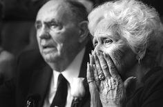 Эмоции, слезы бабушки/дедушки/мамы на танец невесты с отцом / женихом , крупный план