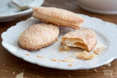 Arnhemse meisjes Pastry School, Bread Cake, Cookie Recipes, Baking, Breakfast, Ethnic Recipes, Regional, Pastries, Dutch