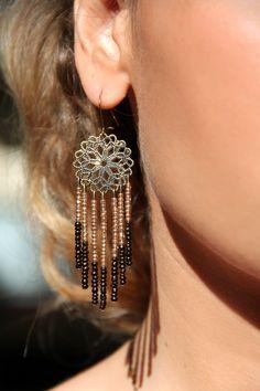 """Boucle """"Maéva"""" 22€ Création unique entièrement fait main  Perles de rocaille couleur bronze et doré et métal couleur bronze"""