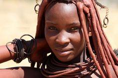 In Africa le usanze tribali sono numerose come i granelli di sabbia del deserto del Sahara e sono profondamente radicate in ognuna delle tri...