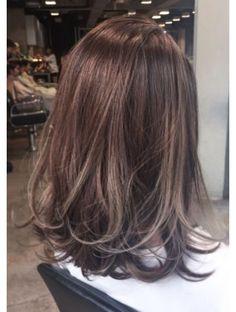 Hair Bob Medium Highlights Ideas in 2020 Haircuts For Medium Hair, Medium Short Hair, Medium Hair Styles, Short Hair Styles, Medium Long, Brown Hair With Highlights, Hair Color Highlights, Ombre Hair Color, Ulzzang Hair