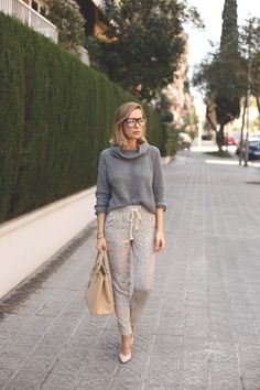 Casual pants dressed up with turtleneck sweater, neutral accessories and snake print      |      Styletorch.com