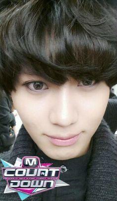 Taemin looks like a girl here but I like it! kekeke