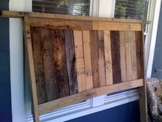 BlueHouseRedDoor: Pallet Wood Headboard