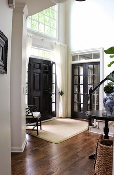 I must admit that I am obsessed with black interior doors. BLACK IS BACK and considered to be the new neutral. Interior black doors look good in any style home and with most paint and floor colors. Style At Home, Home Look, Design Entrée, Deco Design, Design Ideas, Design Inspiration, Foyer Design, Urban Design, Interior Inspiration