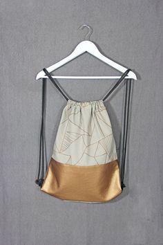Hallo ihr Lieben,  Wolltet ihr schon immer einen schönen graphischen all rounder-Rucksack haben? Ich habe hier die Lösung für euch:-)) Hier präsentiere ich Euch einen schönen Rucksack/Gymbag in...: