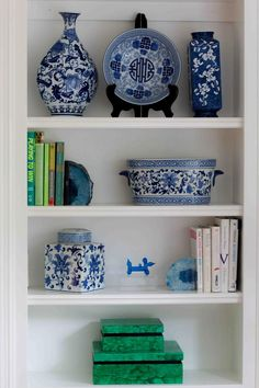 paint wood bookshelves | how to paint wood bookshelves | how to paint wood trim | All Things Big and Small Blog