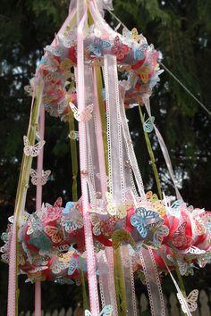 fiveintow.com/2012/05/01/diy-butterfly-chandelier/#