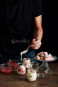 Tiramisú de frambuesas con bizcochos de soletilla caseros - Gourmétier