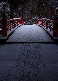 "Japanese poem by TANEDA Santoka (1882~1940)  ""I am walking; / It cannot be otherwise."""