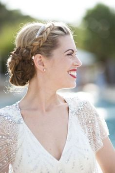 Such a pretty wedding hair up do with braids #wedding #gatsby #bride #bridalhair #vintage