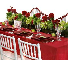 To make a party to celebrate Valentine's Day is a great idea. Of course, the dining table should be properly arranged to acquire a festive look.