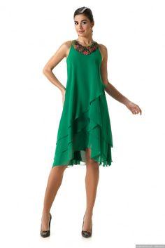 30 Vestidos verdes para convidadas a casamento em 2017 Dresses For Pregnant Women, Party Dresses For Women, Casual Dresses For Women, Fabulous Dresses, Pretty Dresses, Modest Fashion, Fashion Dresses, Simple Summer Dresses, Over 60 Fashion