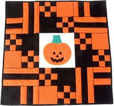 Here are more than 50 free patterns for Halloween mini quilts, lap quilts, table runners and pillows ! We have a huge stash of free patterns. Halloween Sewing, Fun Halloween Crafts, Halloween Projects, Halloween Table, Halloween Ideas, Halloween Quilt Patterns, Halloween Quilts, Halloween Fabric, Small Quilt Projects