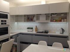 """Моя"" серо-белая кухня Apartment Kitchen, Living Room Kitchen, Apartment Design, Kitchen Interior, New Kitchen, Kitchen Decor, Kitchen Cabinets, Kitchen Appliances, Kitchens"