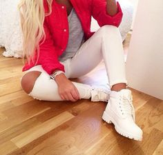 The fire in the hole jeans Tims Outfits, Timberland Outfits, Timberland Style, Fall Outfits, Cute Outfits, Fashion Outfits, Womens Fashion, Fashion Trends, Timberland Fashion