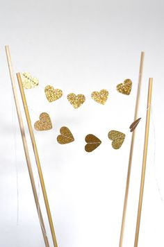Glittery gold hearts, ah, so lovely! This is the perfect touch of glitz for the top of your cake.  Each heart is about an inch wide and the