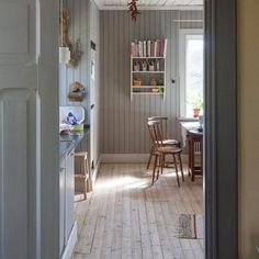 The beautiful bleached floors in this Nordic kitchen Home Interior, Interior And Exterior, Interior Design, Design Design, Bedroom Vintage, Cottage Shabby Chic, Swedish Cottage, Decor Scandinavian, Modern Carpet
