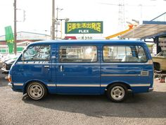 Retro Cars, Vintage Cars, Retro Vintage, Toyota Van, Toyota Hiace, Cool Vans, Japanese Cars, Toys For Boys, Camper Van