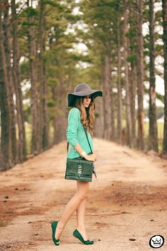 http://fashioncoolture.com.br/2014/02/18/look-du-jour-shades-of-green-2/