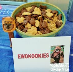 Kitchen Fun With My 3 Sons: 2012 Collection of Star Wars Party Food & Crafts! - Teddy Grahams as Ewok Cookies