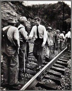 1960 - John Kennedy campaigning in Eastern Kentucky