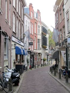 Madelief: Holland, The Hague, Denneweg