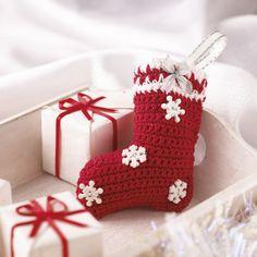 FREE Christmas stocking decoration crochet pattern by Val Pierce