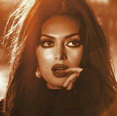 G zel kad nlar Renaissance Hairstyles, Renaissance Portraits, Girl Photo Poses, Girl Photos, Egyptian Actress, Arabic Art, Turkish Beauty, Brunette Beauty, Sexy Poses