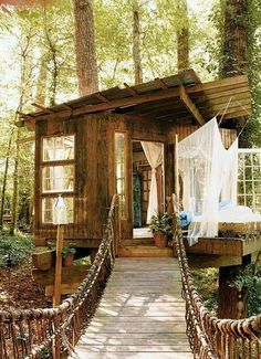 Why cant we all just live in tree houses and be happy? Pure bliss.