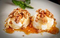 Greek yogurt with honey and walnuts. A classic Greek dessert. Still Tasty, Greek Desserts, Honey And Cinnamon, Greek Yogurt, Sweet Recipes, Ice Cream, Nutrition, Sweets, Breakfast